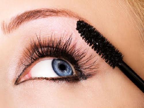 apply-mascara